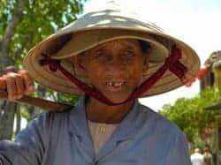 Ein Reisbauer in Zentralvietnam