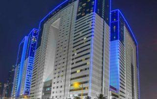 Ezdan Hotel bei Nacht