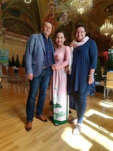 Bao Ly mit meiner Frau und mir
