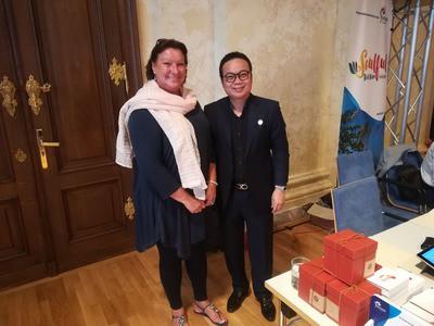 Meine Frau und der Manager der Little Hoi An Hotels